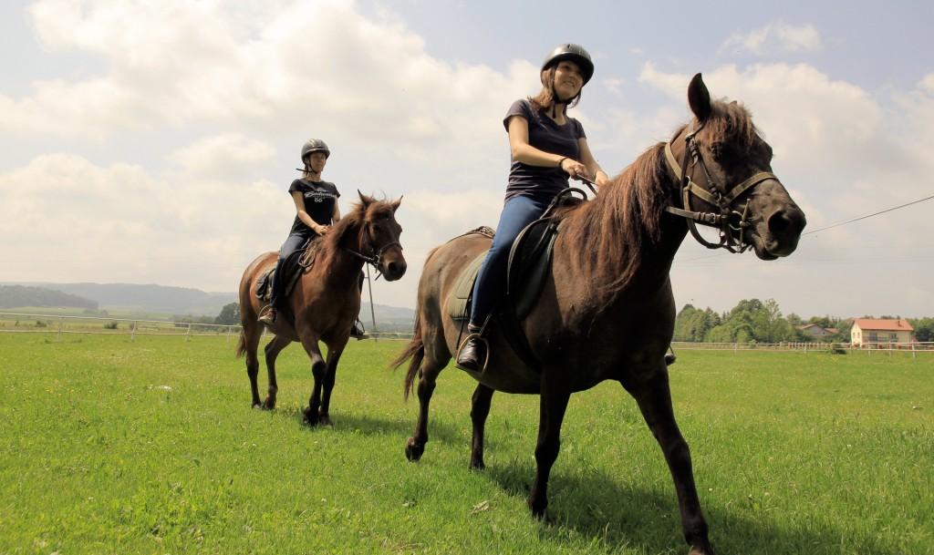 dziewczeta_na_koniach